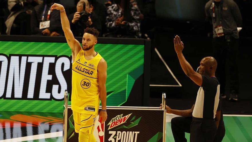 Curry gana el concurso de triples y Simons el de mates