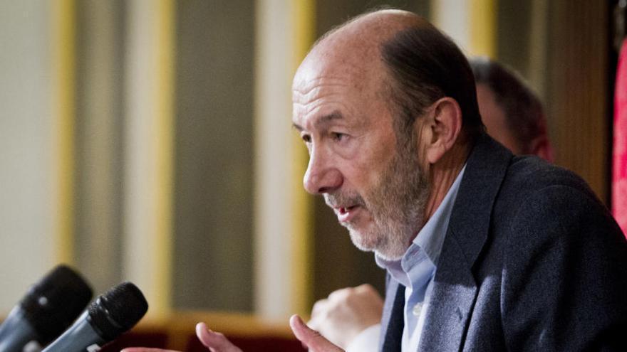 Policía y Guardia Civil otorgan sus máximas distinciones a Pérez Rubalcaba