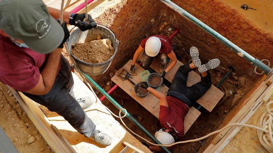 Encuentran los primeros 12 cuerpos en la fosa 111 de Paterna