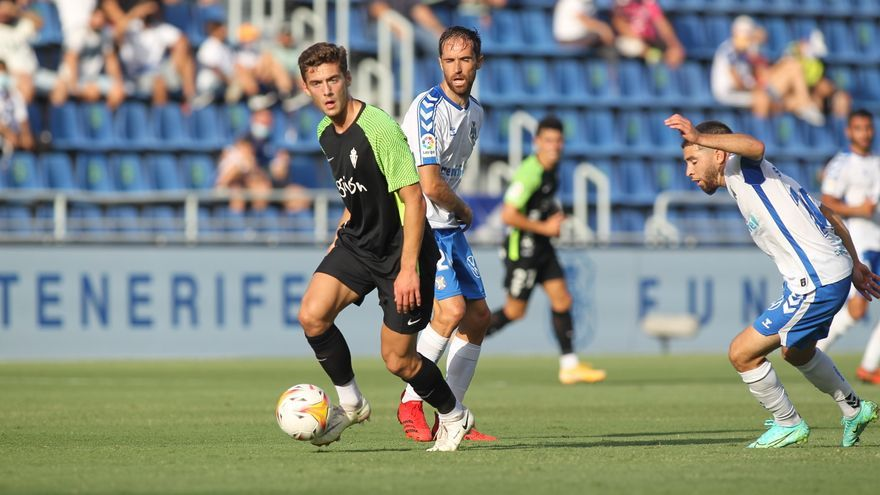 El partido entre el Tenerife y el Sporting, en imágenes