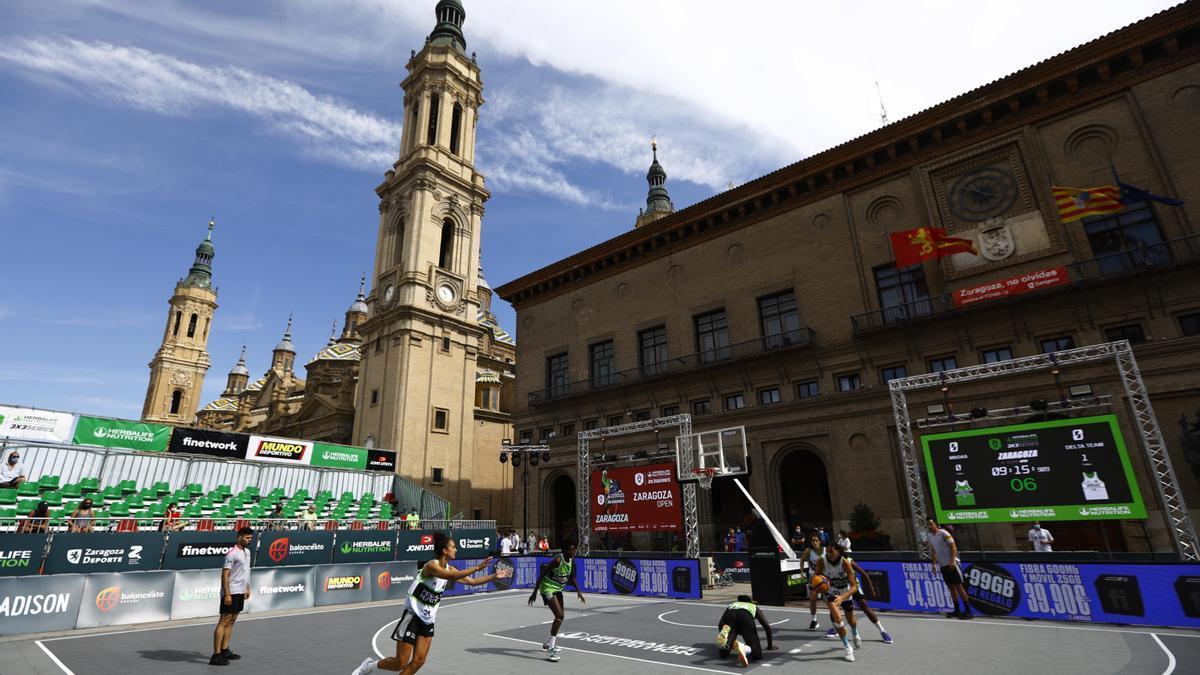 Un momento de la sesión matinal de la competición en la Plaza del Pilar.