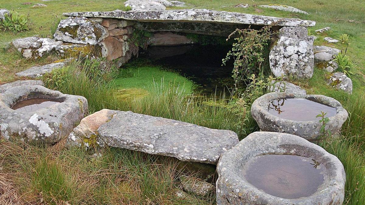 Fuente de piedra tradicional de Sayago en Fornillos de Fermoselle. | LOZ