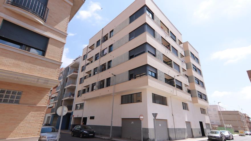 Desahuciarán una finca de 20 pisos con familias víctimas de una estafa inmobiliaria en Almassora