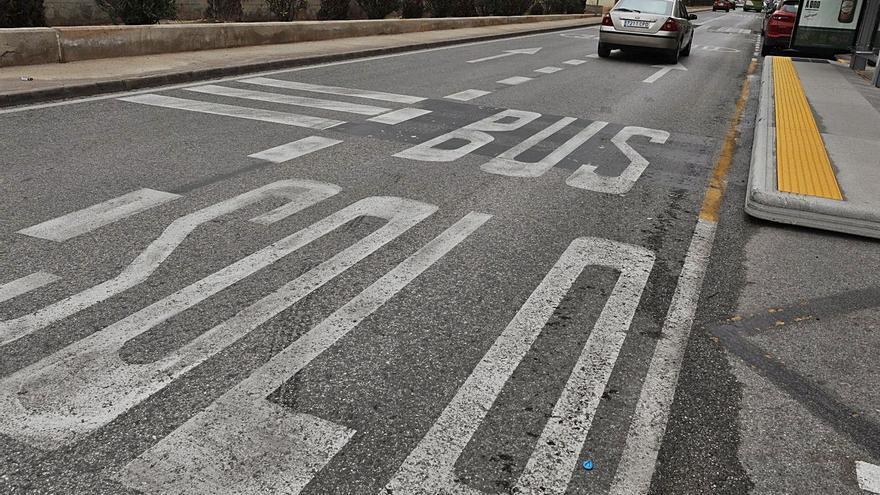 Más vigilancia policial para que los vehículos respeten el carril bus