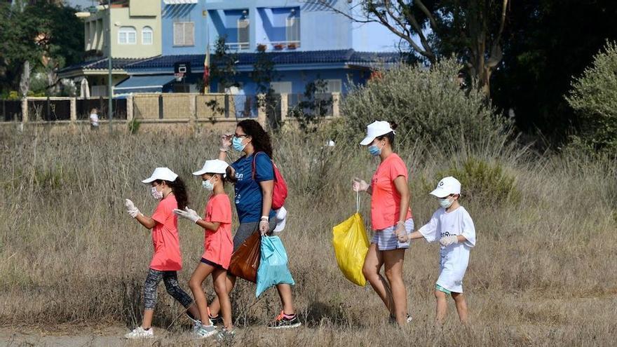 Los participantes en la Green Run retiran más de 700 kilos de basura en Guadalmar