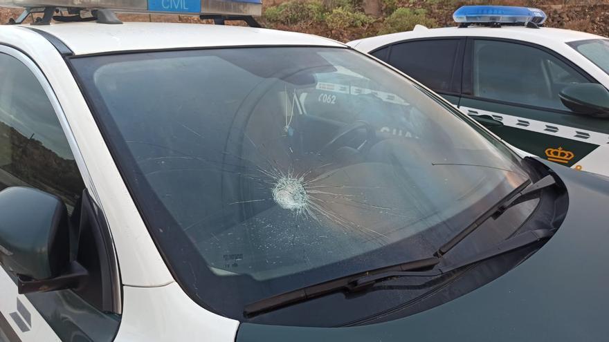 Más de 20 denunciados por un botellón y apedrear un coche de la Guardia Civil en Lanzarote