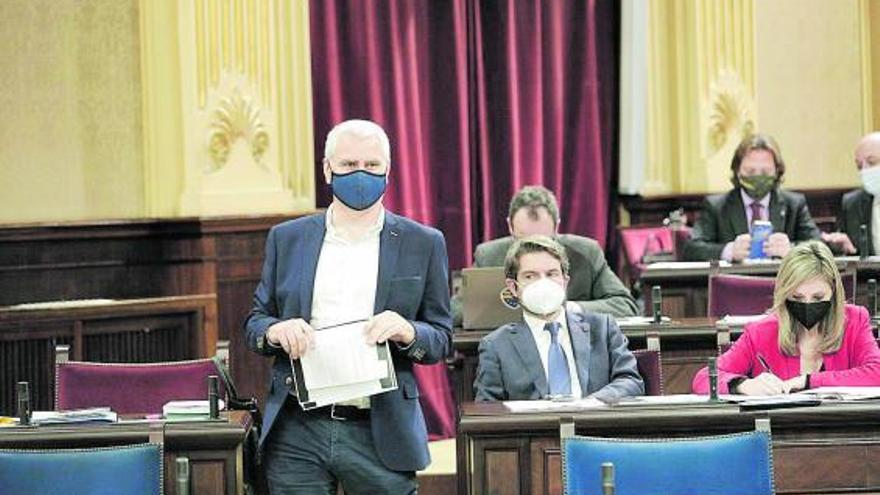 Vox salva 'in extremis' a Sánchez del Constitucional por incumplir el REB