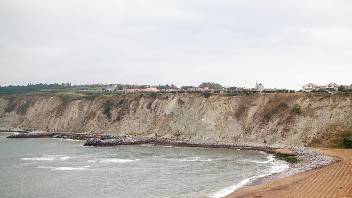 Litoral costero de Arrigunaga, en el que fue hallada la víctima.