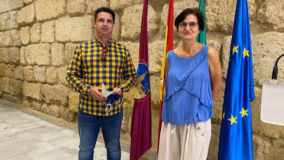 Pedro García y Amparo Pernichi, concejales de IU en el Ayuntamiento de Córdoba.