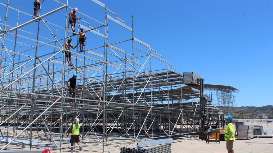 El montaje del recinto de festivales avanza a velocidad de crucero en Benicàssim
