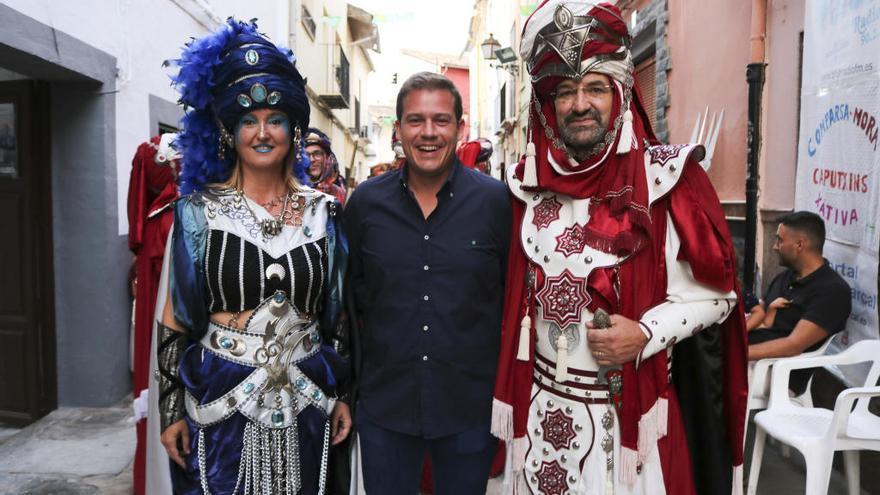 Finalizan las fiestas de la calle Caputxins tras otra edición del desfile moro
