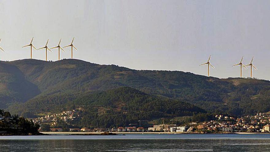 Sesenta colectivos rechazan los parques eólicos en A Groba y O Galiñeiro