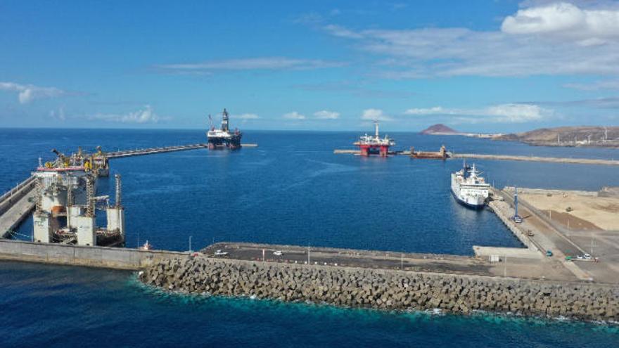 Petrocan almacenará combustible para aviación en el Puerto de Granadilla
