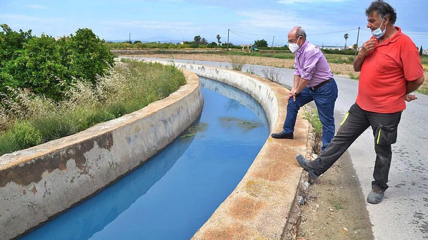 Guardamar y Rojales denuncian el vertido de aguas azules a las acequias