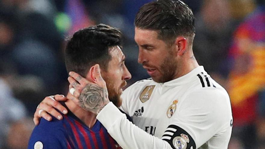 Barça y Madrid buscan apagar sus crisis en un clásico atípico