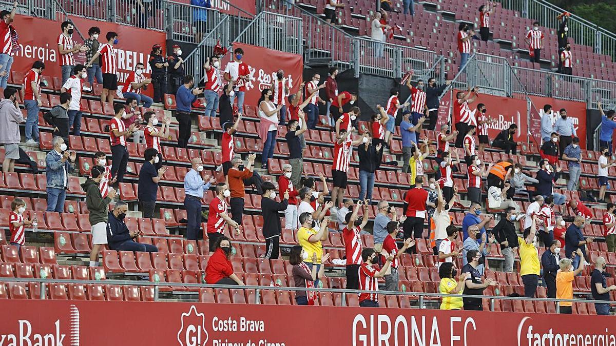 Una imatge de la graderia de Preferent en el partit d'anada contra l'Almeria.    ANIOL RESCLOSA
