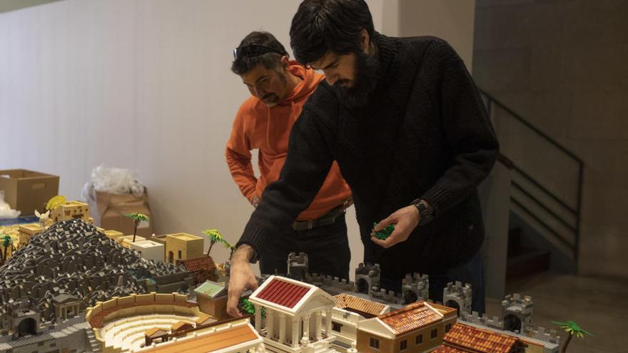 """Entrevista a Domingo Hidalgo Mayor, coordinador del Belén de Lego de Zamora: """"Las piezas de Lego resultan especiales porque permiten crear todo tipo de cosas"""""""
