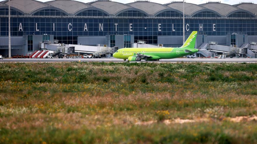 El PP de Orihuela se adhiere a la petición para que el aeropuertose denomine Miguel Hernández