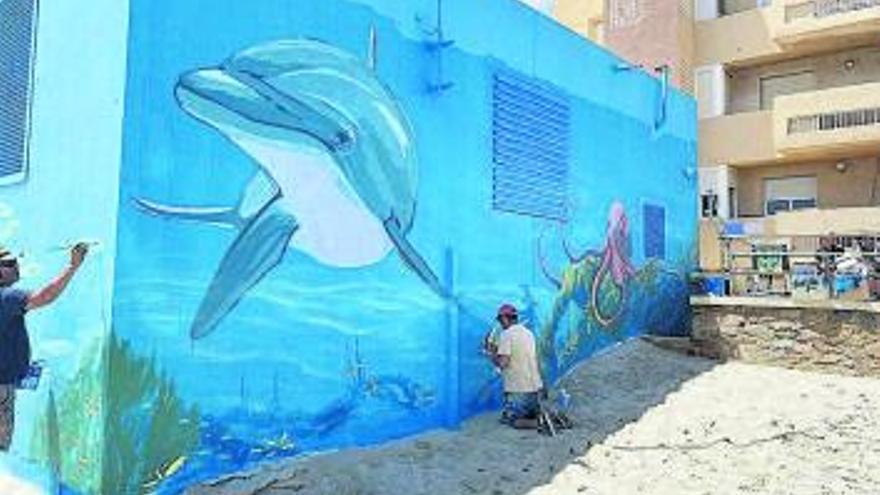 Hidrogea mejora el exterior  de los bombeos de La Manga con pinturas paisajísticas