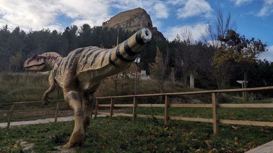 Dañan el emblemático dinosaurio que hay en la Alameda de Morella