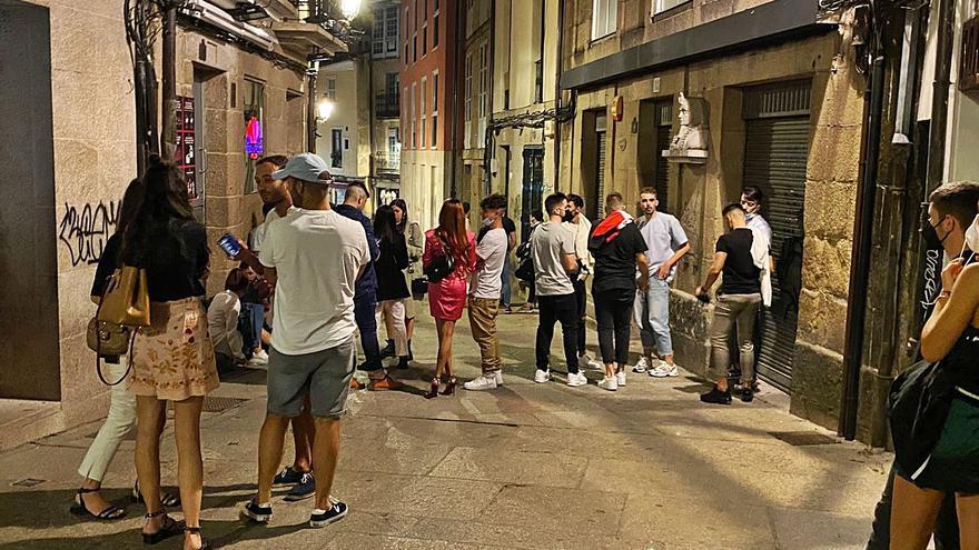 Ourense regresa a las restricciones con 606 casos activos y la tasa de positividad más alta