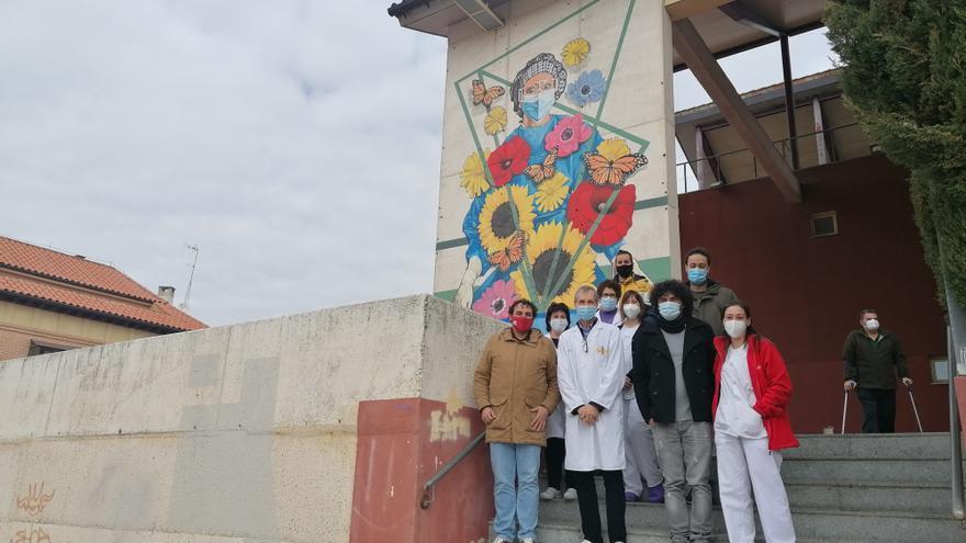 Toro reconoce la labor de los sanitarios frente al COVID con un mural