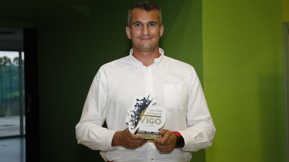 José María Fernández recoge el premio de rugby de Carlos de Cabo. 22 Gran Gala do Deporte de Vigo e Comarca. 16 junio 2021. Ricardo Grobas