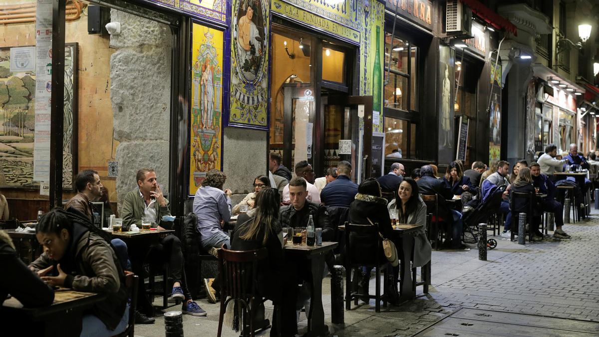 Ambiente en terrazas en el centro de Madrid