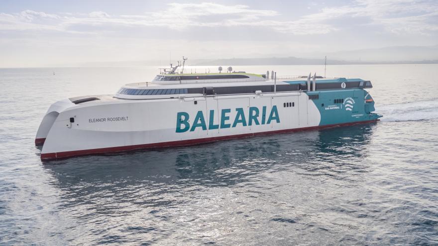 El primer 'fast ferry' del mundo con motores a gas opera en la ruta Palma - Ibiza - Dénia