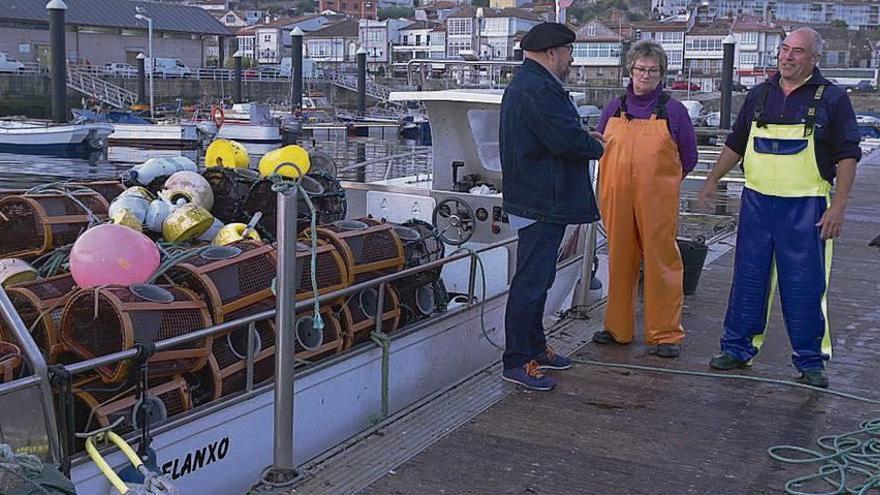 El equipo de 'Ribeiras de Salitre' visita esta tarde el puerto pesquero de Baiona