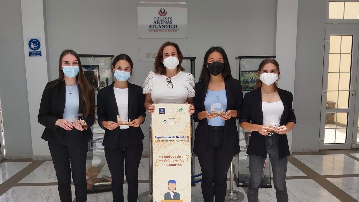 """El equipo del Colegio Arenas Atlántico """"Némesis, ganadoras de la Liga Insular de Debate"""
