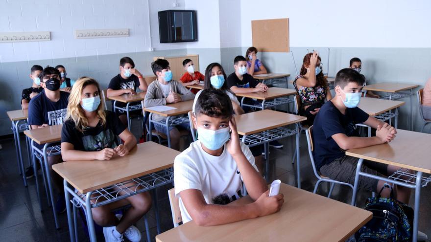 El govern espanyol vol que els alumnes segueixin portant mascareta el pròxim curs