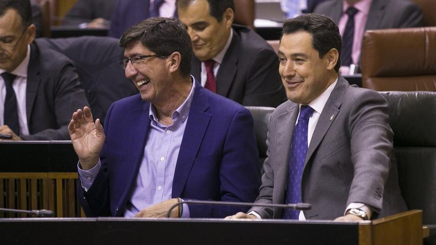 Vox deja en el aire los 40.000 millones de los presupuestos de Andalucía