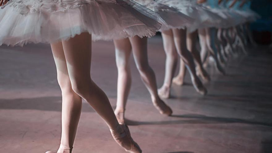 Jóvenes mexicanas denuncian abusos de un reconocido profesor de danza