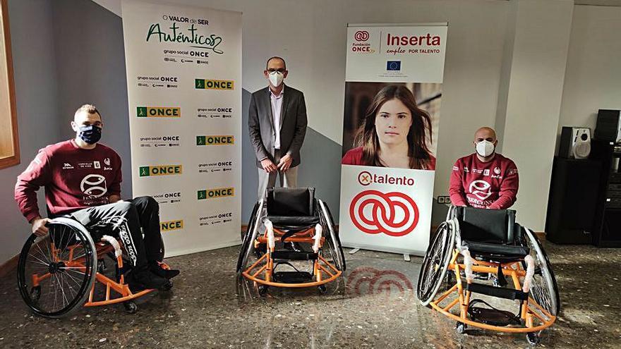 La Fundación ONCE dona tres sillas a las escuelas del Amfiv