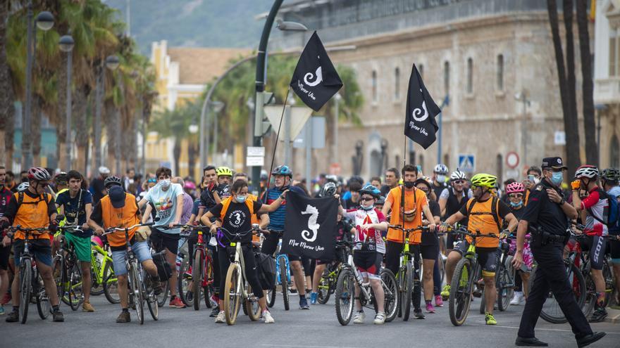 Los niños lideran el grito por el Mar Menor en la bicifestación de Cartagena