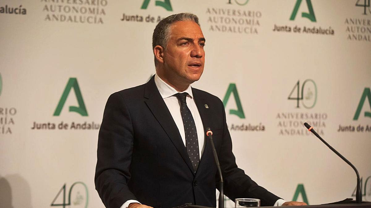 El consejero de la Presidencia, Elías Bendodo, en la rueda de prensa tras el Consejo de Gobierno.