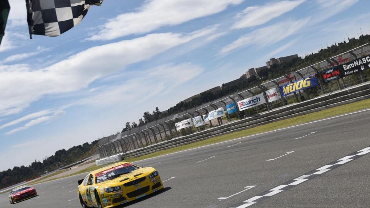La NASCAR volverá a partir del 17 de mayo con cuatro carreras en semana y media.