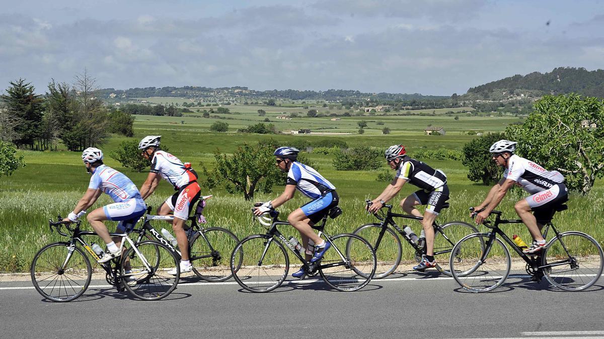 Recorrer Mallorca en bicicleta permite descubrir rincones impresionantes.