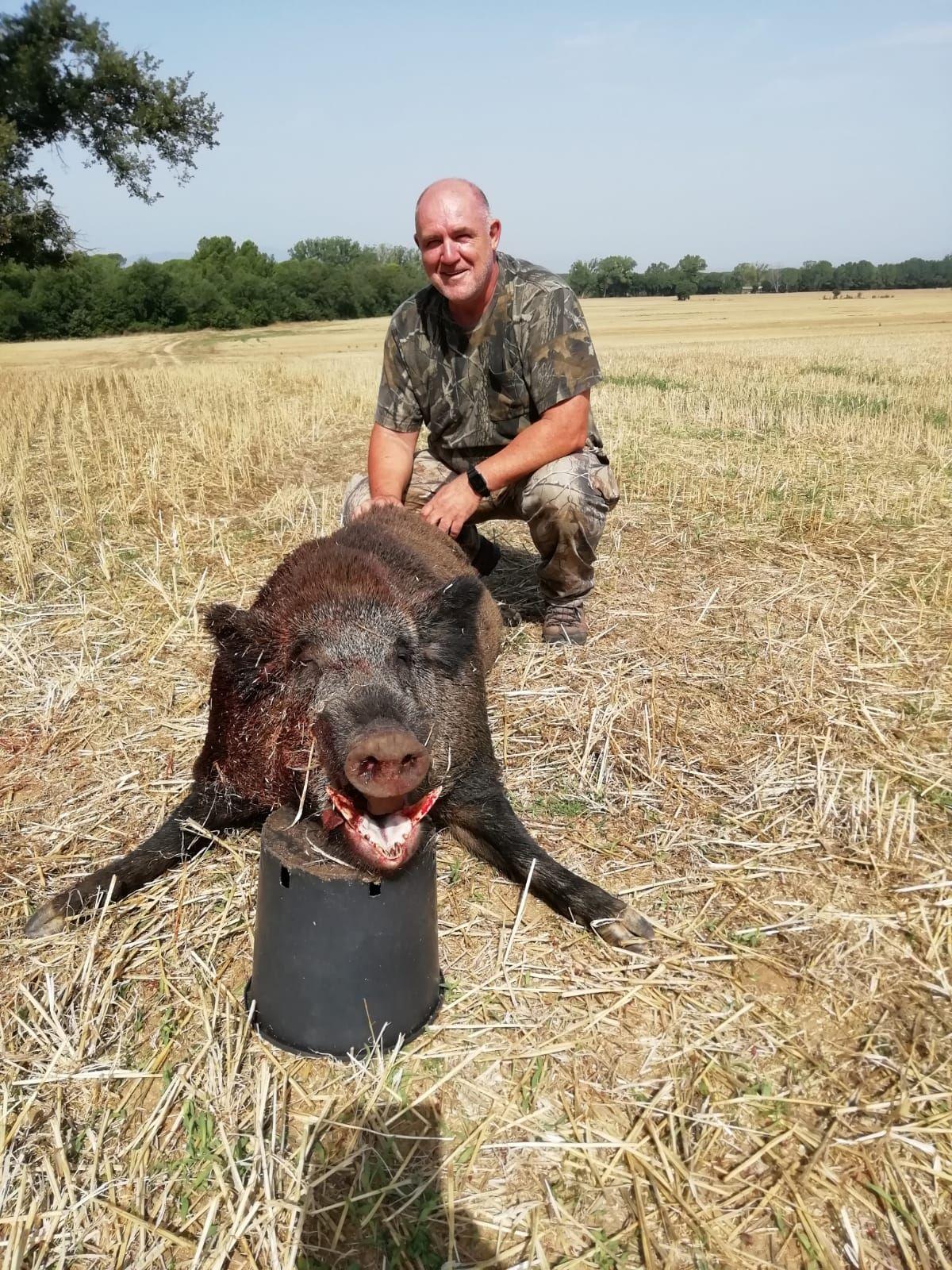 Els caçadors de Caldes de Malavella abaten un senglar de 162 quilos