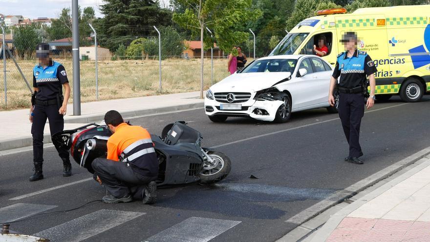 Un vehículo atropella a un motorista en Zamora y se da a la fuga