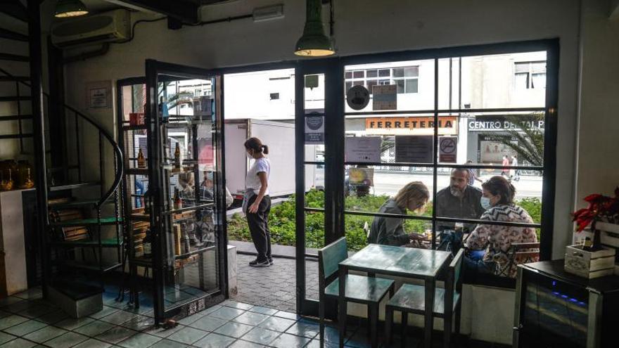 """Los hosteleros de Mesa y López evitan  el cierre pese a """"las medidas injustas"""""""