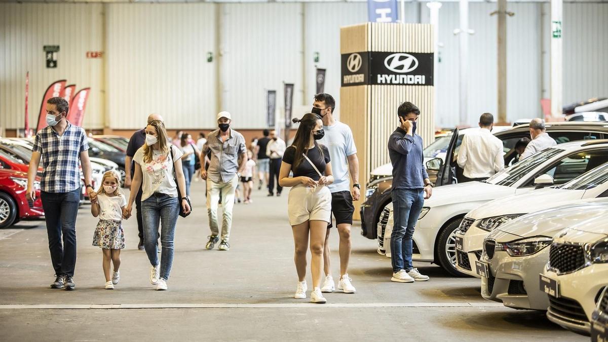 Ambiente del salón del vehículo de ocasión celebrado en los últimos cuatro días en la Feria de Zaragoza.