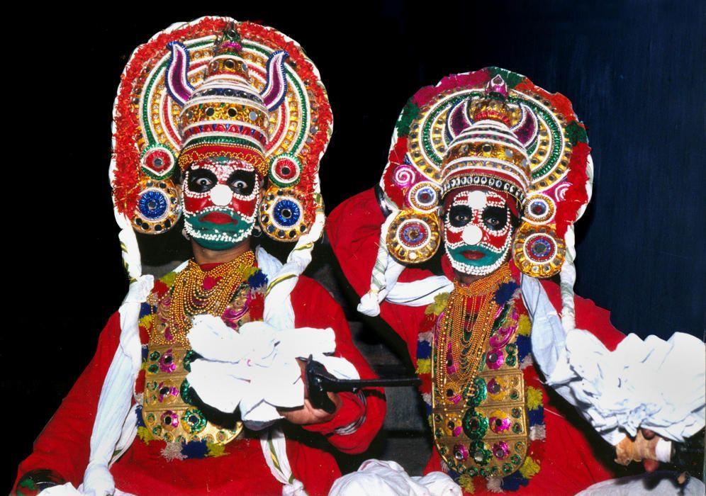 India - El mudiyettu, teatro ritual danzado de Kerala.jpg