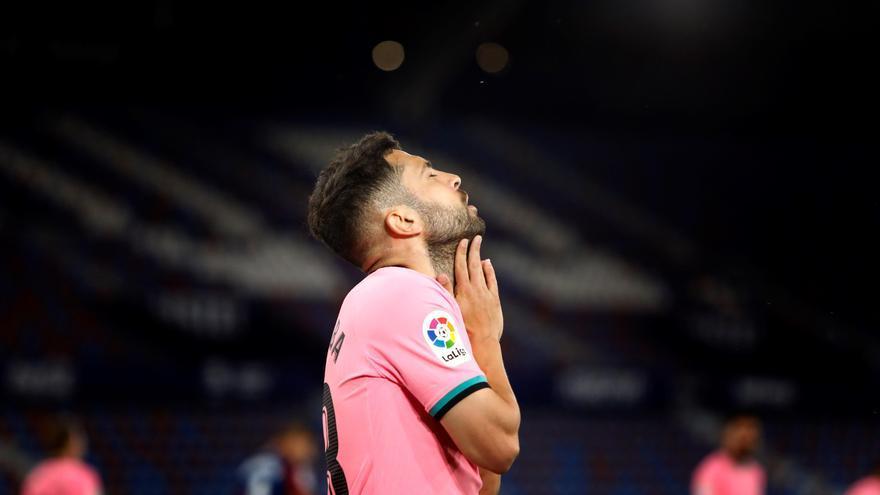 El Barcelona se estrella ante el Levante y suma un punto que le aleja del título