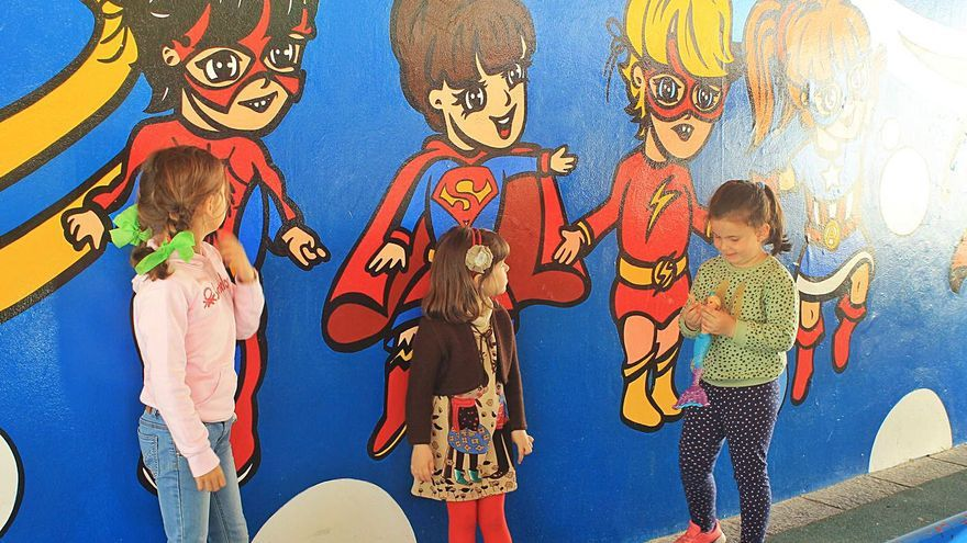 Denuncian el abandono del mural de Viña en Les Conserveres de Candás y exigen su reparación