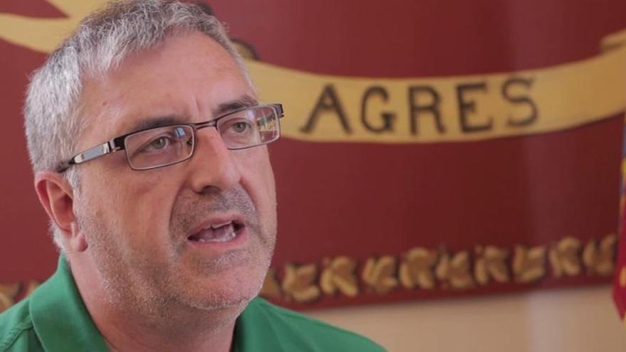 El pleno de elección del alcalde de Agres podrá celebrarse a medianoche y el edil del PSPV no perderá su vuelo