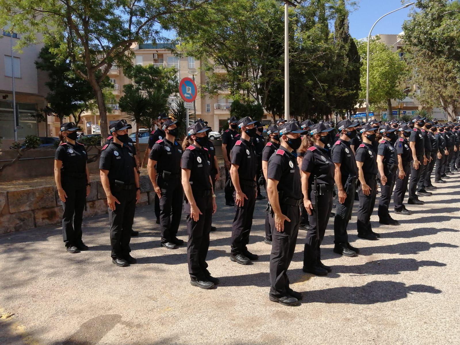 Presentan a un centenar de agentes en prácticas de la Policía Local de Palma