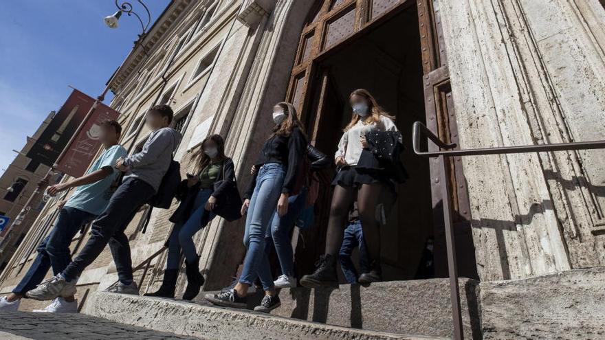 Italia impondrá la mascarilla obligatoria siempre