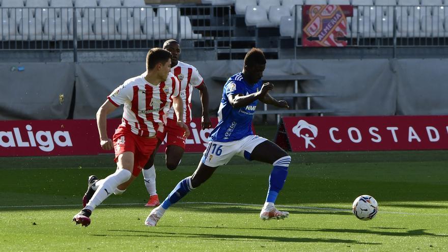 Obeng se hace escuchar en el Oviedo: le gana la partida a Rodri como segundo delantero